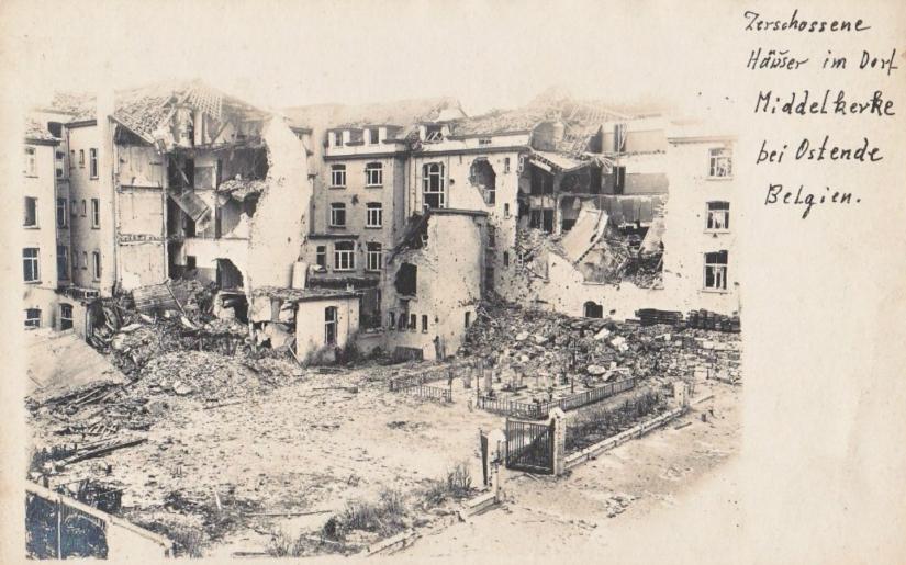 middelkerke-zerschossene-haeuser-im-dorf-friedhof-erster-weltkrieg-1917-fotokaart
